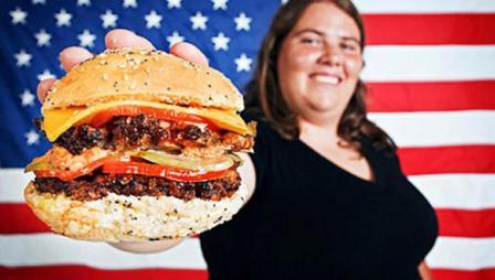 американка с гамбургером